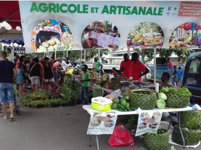 Organisation de la foire agricole dans le quartier de Kaweni, à Mayotte.